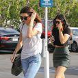 Kendall et Kylie Jenner ont déjeuné au restaurant italien Mauro's Cafe à West Hollywood. Le 18 décembre 2013.