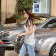 Kendall Jenner arrive au centre commercial Barney's New York. Beverly Hills, le 18 décembre 2013.
