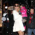 Mariah Carey et sa petite Monroe font du shopping sous la neige pendant leur séjour à Aspen, le 20 décembre 2013.
