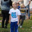 Gwen Stefani : son fils Kingston s'amuse avec les photographes à Los Angeles, le 21 decembre 2013