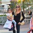 Denise Richards fait du shopping avec ses filles Sam, Lola et Eloise à Santa Monica, le 22 décembre 2013.