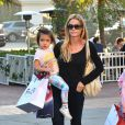 Denise Richards en compangie de ses filles Sam, Lola et Eloise à Santa Monica, le 22 décembre 2013.