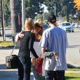 Denise Richards et sa fille Sam Sheen rendent visite à une connaissance dans un centre de désintoxication de Los Angeles, le 22 décembre 2013.