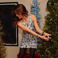Brooke Burke-Charvet s'amuse grâce au jeu vidéo Wii Sports Club Golf sur la console Wii U, le 19 décembre 2013.