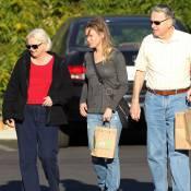 Renée Zellweger : Toujours aussi méconnaissable, virée relax avec ses parents