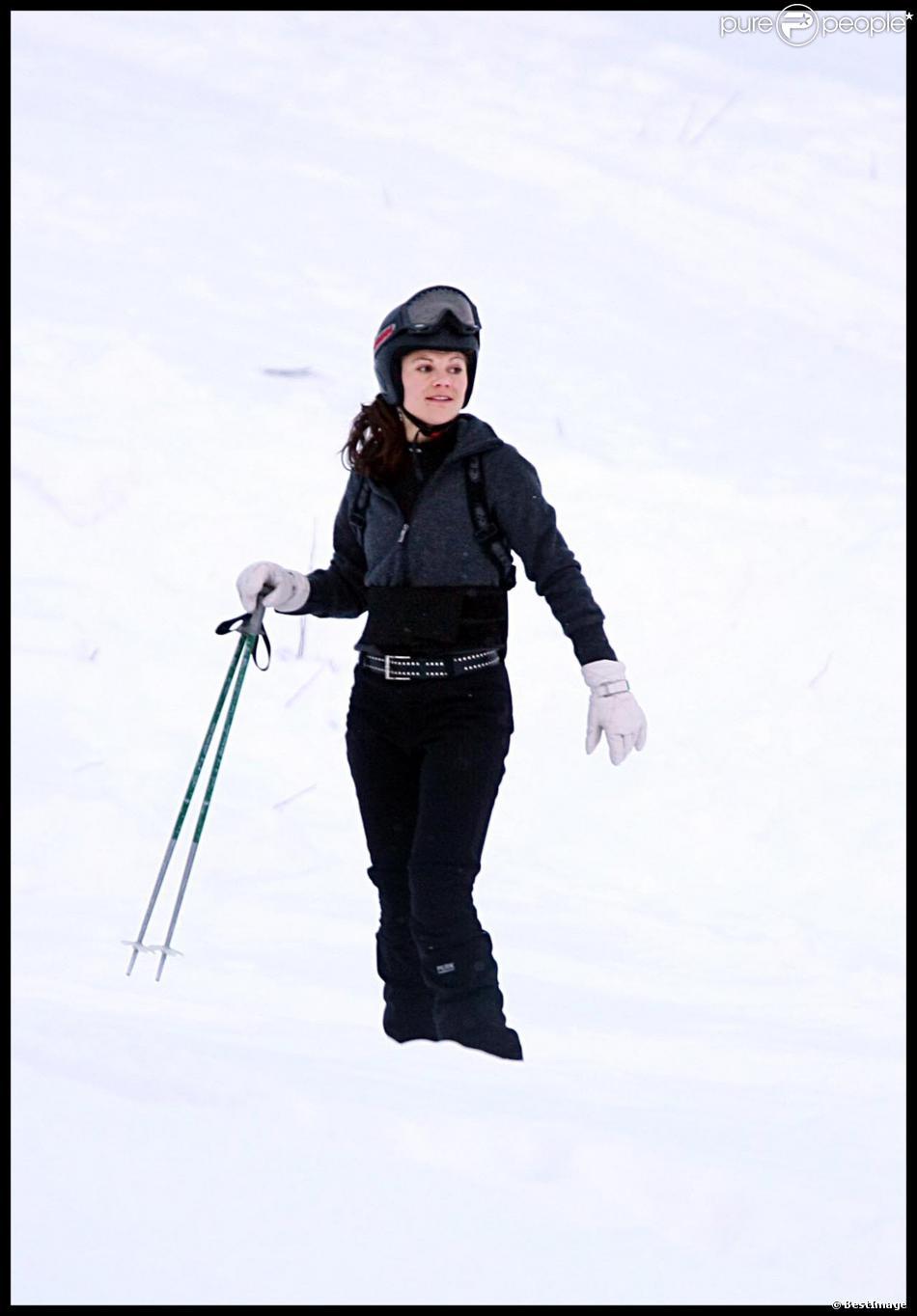 La princesse Victoria de Suède skiant à Storlien le 31 décembre 2009 avec sa famille et son compagnon Daniel.