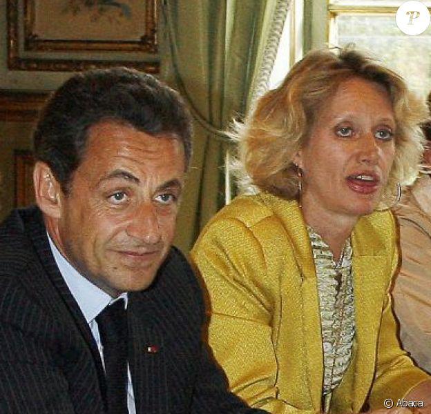 Joseph Stiglitz, Jean-Louis Borloo, Nicolas Sarkozy, Amanda Galsworthy, Nathalie Kosciusko-Morizet et Yann Arthus-Bertrand à l'Elysée le 6 juillet 2007.