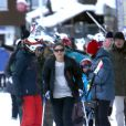 La princesse Victoria de Suède devance sa petite famille, son époux le prince Daniel, sa fille Estelle et sa mère, la reine Silvia, le 3 janvier 2014