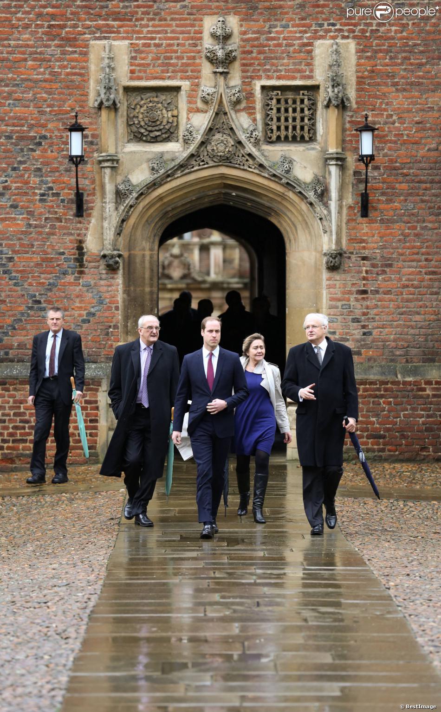 Le prince William, étudiant pour dix semaines en gestion agricole à l'Université de Cambridge, a fait son arrivée sur le campus et visité le collège St John le 7 janvier 2014.