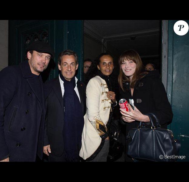 Exclusif : Carla Bruni-Sarkozy, Nicolas Sarkozy, Karine Silla et son mari  Vincent Perez devant le théâtre Antoine le jeudi 9 janvier 2013. Ils ont été applaudir Géard Depardieu et Anouck Aimée dans la pièce Love Letters