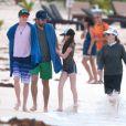 Exclusif - Julianne Moore et son mari Bart Freundlich et leurs enfants Caleb et Liv Helen se baignent lors de leurs vacances à Mexico, le 6 janvier 2014.