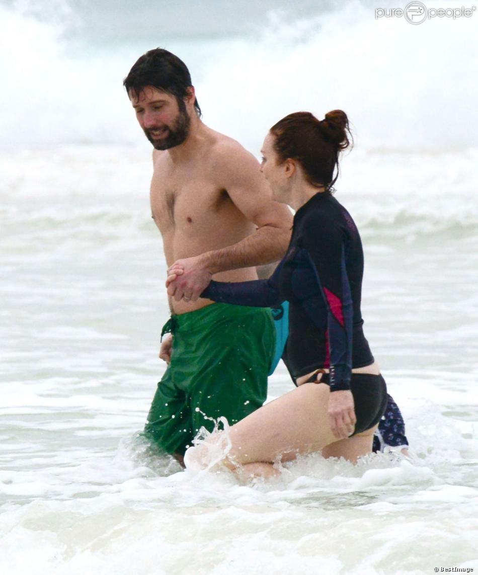 Exclusif - Julianne Moore, son mari Bart Freundlich se baignent lors de leurs vacances à Mexico, le 6 janvier 2014.