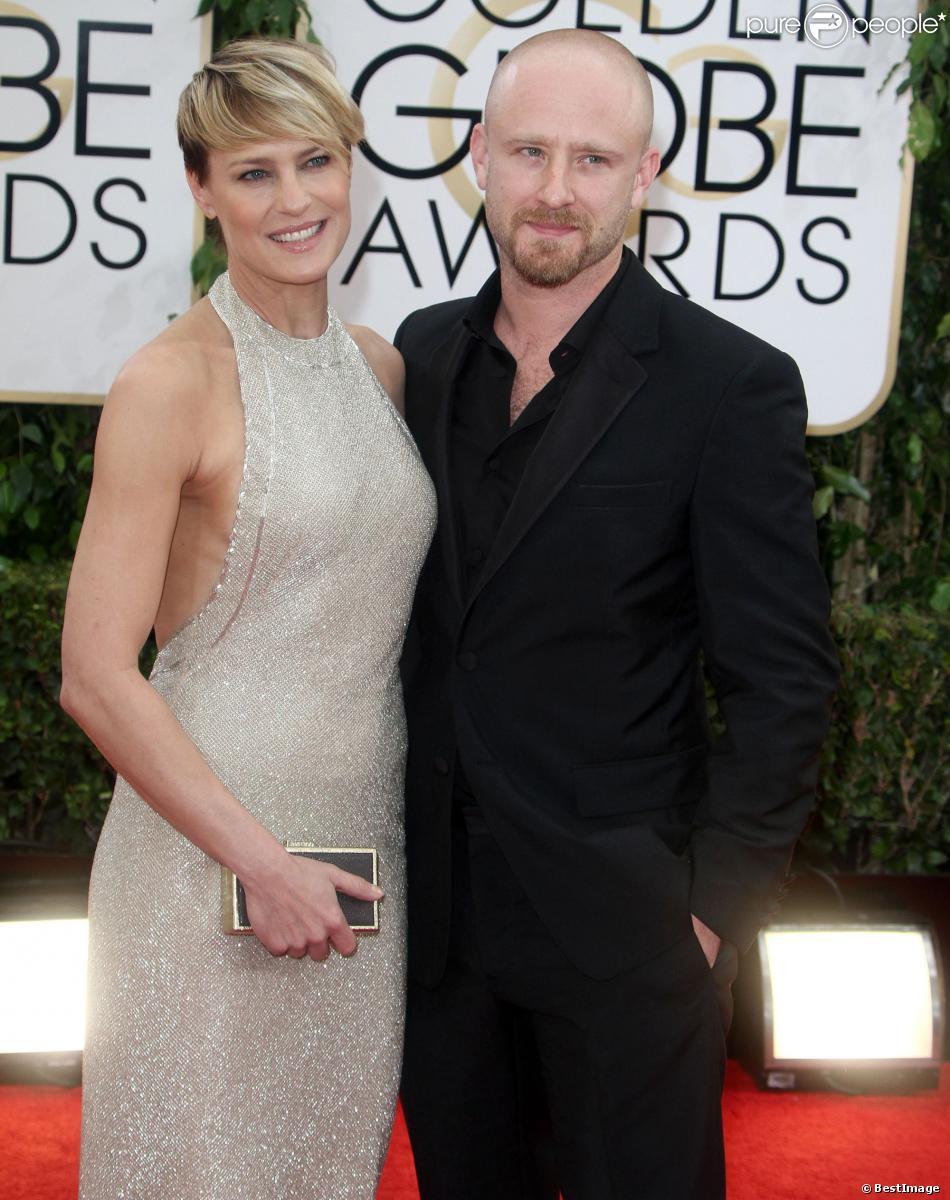 Robin Wright pose avec son fiancé Ben Foster lors des Golden Globes à Los Angeles le 12 janvier 2013