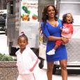 Mel B avec ses filles dans les rues de New York, le 25 juillet 2013.