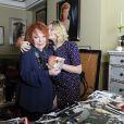 Exclu :Regine dans son salon à Paris et sa petite fille Daphné Rotcage.