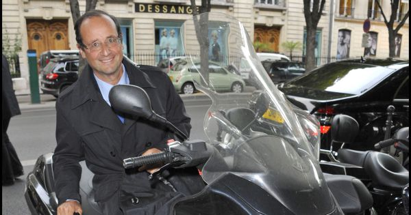 gayetgate fran ois hollande son casque de scooter en rupture de stock. Black Bedroom Furniture Sets. Home Design Ideas