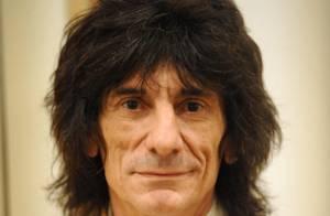 Ron Wood : sa femme lui rend visite en rehab malgré son infidélité !