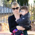 Yolanda Cardona, la femme Victor Valdes et son fils Kaià l'anniversaire de Milan, le bébé de la chanteuse Shakira et de Gerard Piqué, à Barcelone le 23 janvier 2014