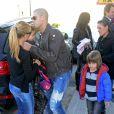 Victor Valdes, sa femme Yolanda Cardona et leurs enfants Kai et Dylanà l'anniversaire de Milan, le bébé de la chanteuse Shakira et de Gerard Piqué, à Barcelone le 23 janvier 2014