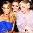 Miley Cyrus avec sa mère Tish et sa soeur Brandi à Los Angeles, le 25 janvier 2014.
