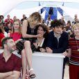 """Agnès de Sacy, Celine Sallette, Valeria Bruni-Tedeschi, Noémie Lvovsky, Louis Garrel, Marisa Bruni-Tedeschi et Filippo Timi ont présenté """"Un château en Italie"""" à Cannes, le 21 mai 2013"""