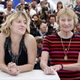 """Valeria Bruni-Tedeschi, Marisa Borini lors du photocall du film """"Un château en Italie"""" au Festival de Cannes le 21 mai 2013."""