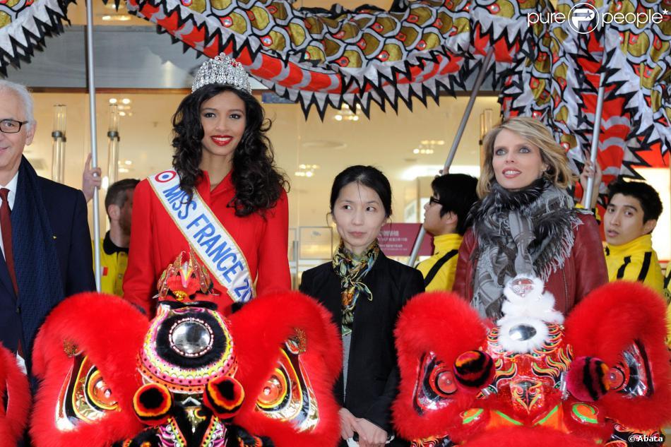 Miss France 2014, Flora Coquerel, et Sylvie Tellier, enceinte, ont assisté à des célébrations pour le Nouvel An chinois, au Printemps-Haussmann à Paris, le 5 février 2014.