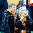 Le roi Willem-Alexander et la reine Maxima des Pays-Bas se sont enflammés le 9 février 2014 aux JO de Sotchi pour la médaille d'or de la patineuse Irene Wust sur 3 000 mètres sur l'anneau d'Adler.