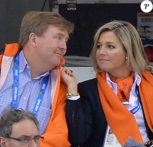 Quelques grammes de tendresse royale dans ce monde de sport... Willem-Alexander et Maxima des Pays-Bas ont soutenu les athlètes néerlandais dès le début des JO de Sotchi, en février 2014