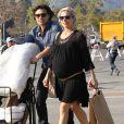 Exclusif - Elsa Pataky (enceinte) dans les rues de Pasadena, le 9 février 2014.