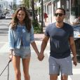 Chrissy Teigen et son mari John Legend se promènent à Miami, le 20 février 2014.