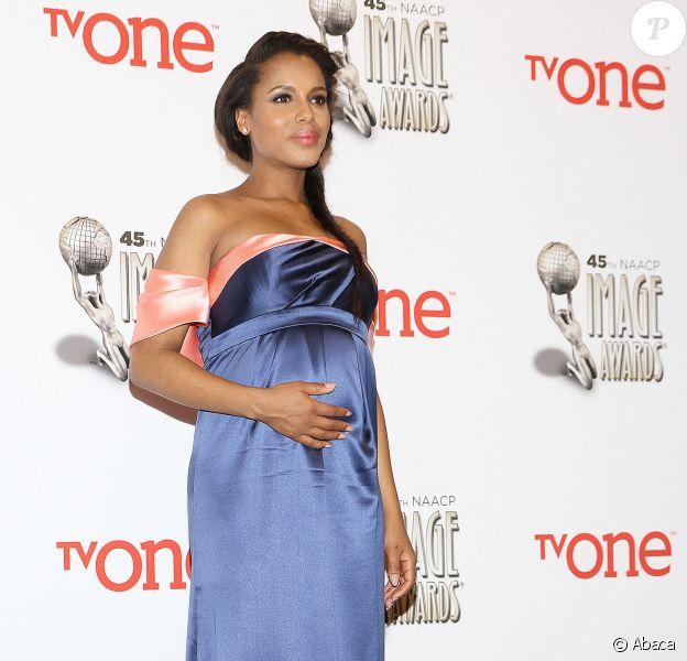 Kerry Washington (enceinte) lors de la soirée des NAACP Image Awards à Pasadena, le 22 février 2014.