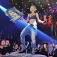 Rita Ora, ultrasexy en soutien-gorge, jean et bottes en cuir lors de l'after-show party Phillip Plein. Milan, le 23 février 2014.
