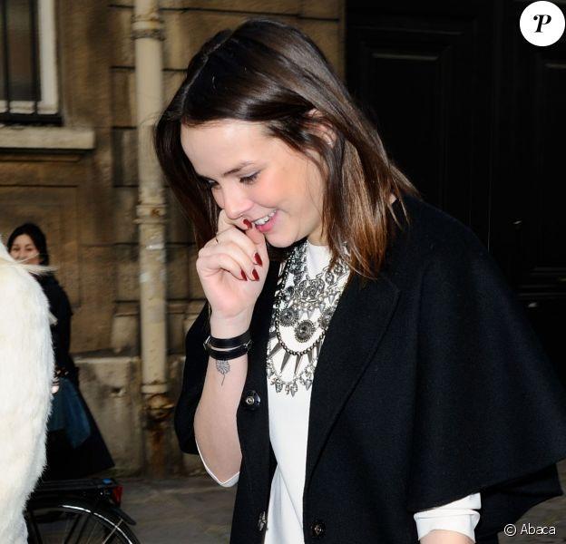Pauline Ducruet, arborant un nouveau tatouage au poignet droit, lors du défilé Alexis Mabille pour la Fashion Week prêt-à-porter automne-hiver 2014/2015, le 26 février 2014 à l'Hôtel Salomon de Rotschild à Paris.