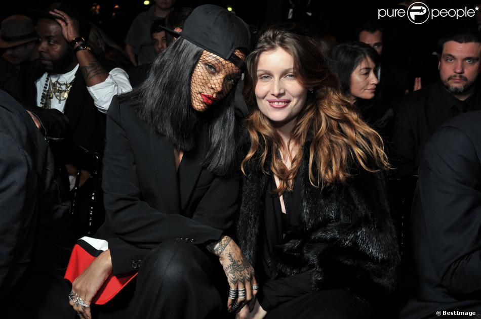 Rihanna et Laetitia Casta assistent au défilé Givenchy automne-hiver 2014-15, à la Halle Freyssinet. Paris, le 2 mars 2014.