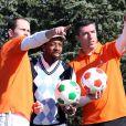 Martijn Van Der Zwet, Sylvain Wiltord et Roy Makaaylors de la première Footgolf Cup 2014 au golf de Feucherolles en France le 5 mars 2014.