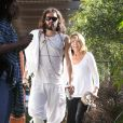 Russell Brand emmène sa mère Barbara à son cours de yoga à Los Angeles, le 24 novembre 2012.