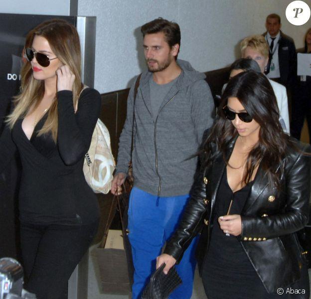Khloé Kardashian, Scott Disick et Kim Kardashian à l'aéroport de Los Angeles, le 11 mars 2014.
