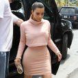 Kim Kardashian, de sortie pour une après-midi shopping avec ses soeurs Khloé et Kylie. Miami, le 12 mars 2014.