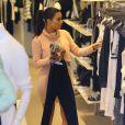 Kim Kardashian, en pleine séance shopping à Miami, le 12 mars 2014.