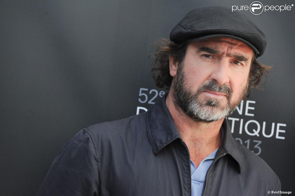 Eric Cantona lors du 66e Festival du Film de Cannes lors du photocall du film Les Rencontres d'après minuit au Nespresso Beach le 20 mai 2013