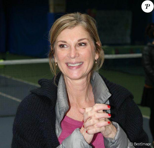 """Michèle Laroque lors d'une journée avec l'association """"Enfant Star & Match"""" au Tennis Club de Paris le 17 mars 2014"""