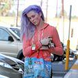 Exclusif - Ireland Baldwin, les cheveux violets et de nouveau célibataire, se rend à son cours de gym à Tarzana, le 6 mars 2014.
