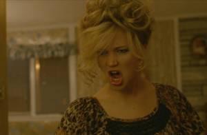 Jennifer Lawrence : Délurée dans American Bluff, elle s'essaie au air guitar