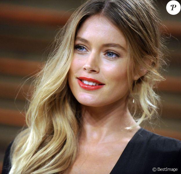 Doutzen Kroes enceinte et radieuse à la soirée Oscars Vanity Fair à Los Angeles le 2 mars 2014 s