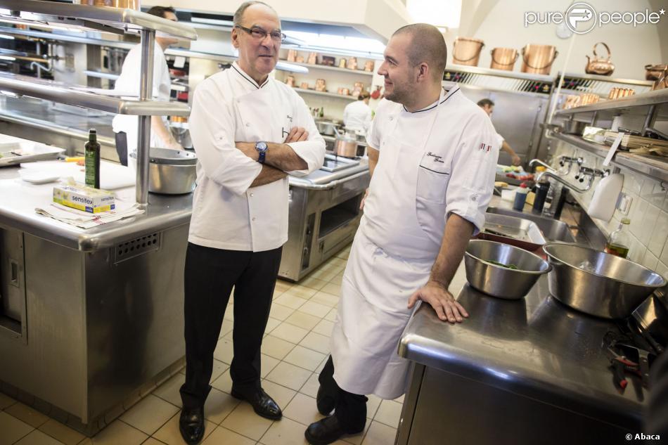 L 39 ex chef de l 39 elys e en col re apr s l 39 humiliation de son for Cuisinier elysee livre