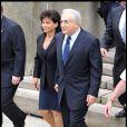 """Dominique Strauss-Kahn et Anne Sinclair sortent de la cour criminelle de New York après que DSK ait plaidé """"non coupable"""". Le 6 juin 2011."""