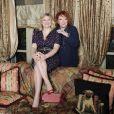 Exclu - Regine dans son salon à Paris avec sa petite-fille Daphné Rotcage.