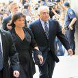 Dominique Strauss-Kahn et Anne Sinclair arrivent au tribunal de New york, le 23 août 2011. Les poursuites sont sur le point d'être abandonnées.