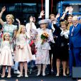 La reine Maxima et le roi Willem-Alexander des Pays-Bas célébraient le Koningsdag (Jour du roi) à De Rijp, le 26 avril 2014 à l'occasion des 47 ans du souverain, entouré de leurs filles Catharina-Amalia, Alexia et Ariane, ainsi que la princesse Beatrix, le prince Constantijn et son épouse la princesse Laurentien Brinkhorst, la princesse Margriet et son époux Pieter van Vollenhoven, la princesse Annette et le prince Bernhard
